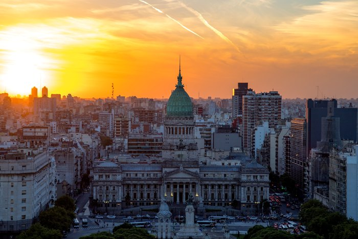 米書籍販売大手バーンズ&ノーブル買収 アルゼンチンの案件が有名